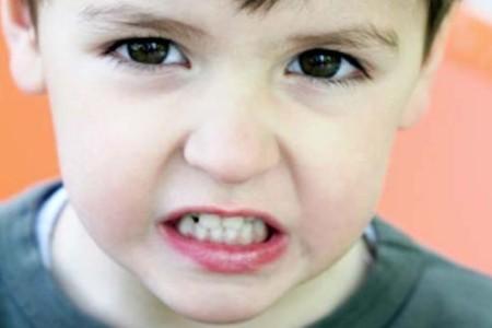 Детский скрежет зубами — откуда берётся и как вылечить?  hekimtap.az