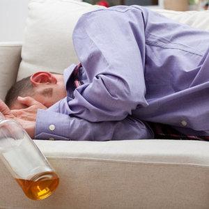 Yuxu azlığı spirtli içkilərə alüdəçilik yarada bilər hekimtap.az